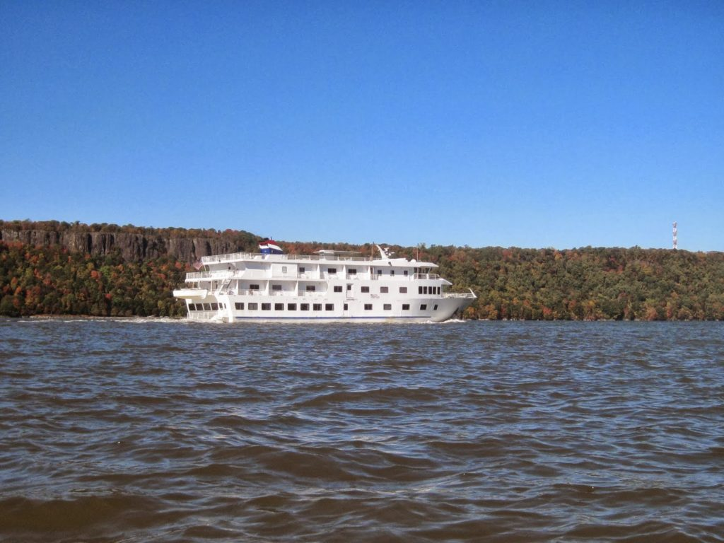 Riverboat. Fall Foliage Tour.